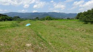 阿津賀志山と手前土塁