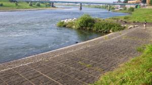 初の佇んだ阿武隈川